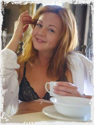 Elen gets carried away at breakfast time with a jar of honey.To avoid getting the sticky stuff on her sexy black lingerie – she gets naked.'...Another slice of toast anyone?'